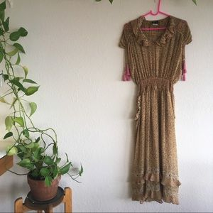 Dresses & Skirts - Beautiful sheer floral dress with pockets